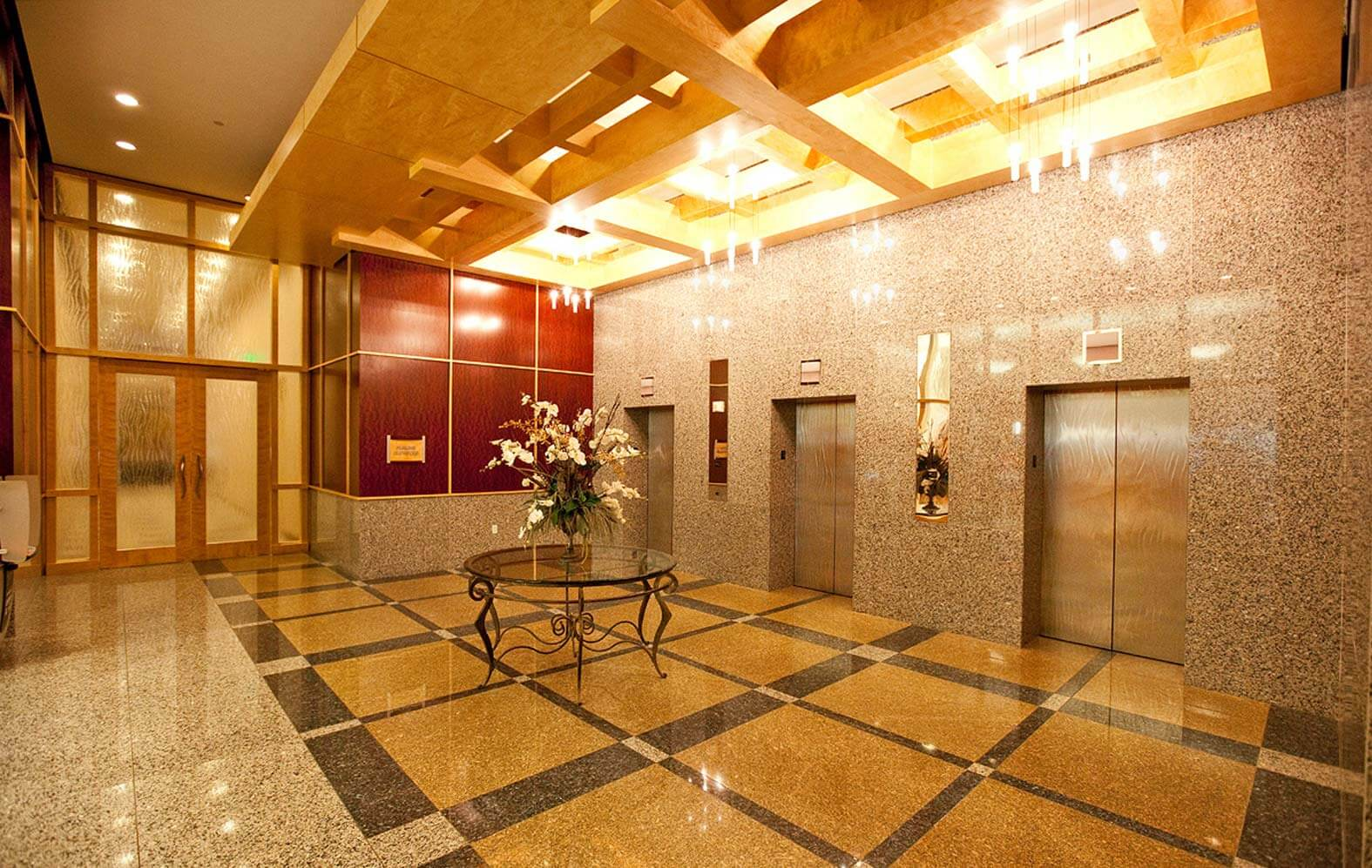 شرکت نصب آسانسور عرش بام تهران - ارائه دهنده خدمات نصب آسانسور، نصب پله برقی و نصب رمپ های برقی